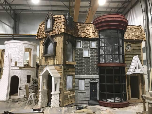 Estructura de una casa de juegos inspirada en Harry Potter