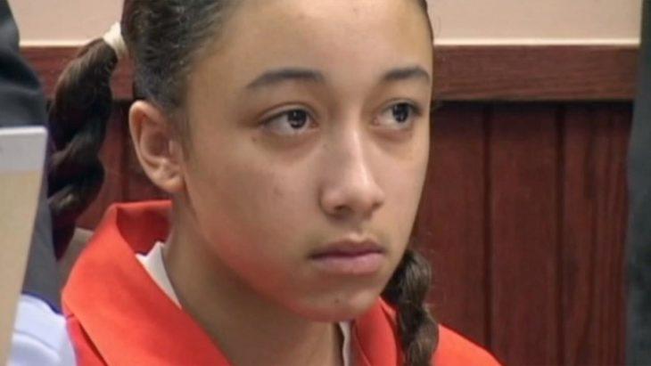 Cyntoia Brown cuando enfrentó su juicio a los 16 años