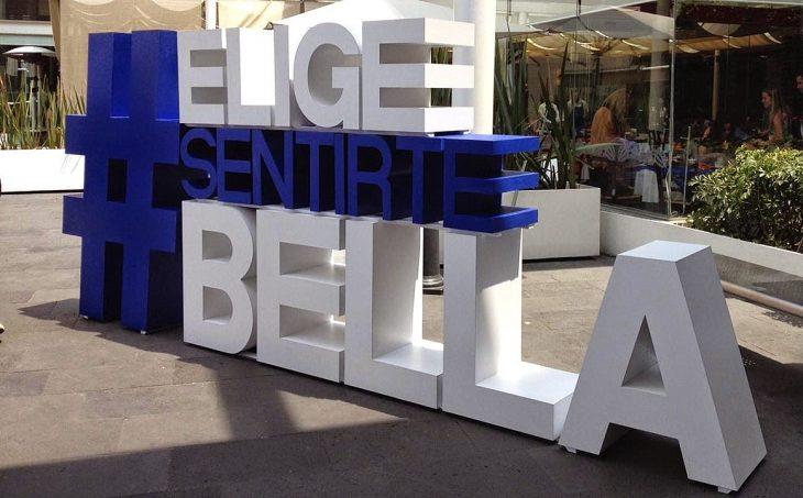 Foto del modelo #EligeSentirteBella de Dove en una plaza