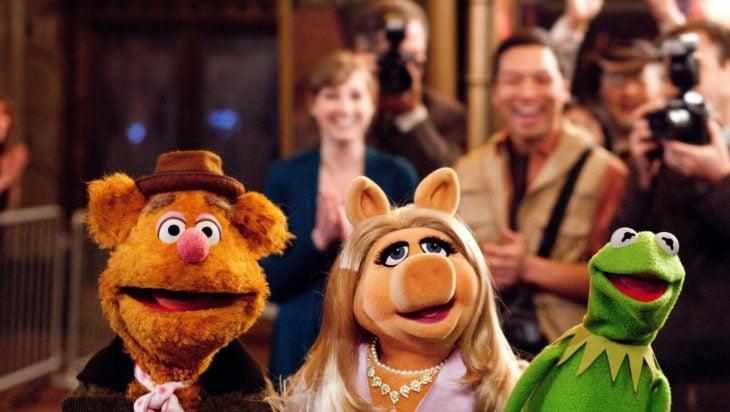 Estrenos de Disney+; Muppets Now; la rana René, Piggy y Fozzie el oso
