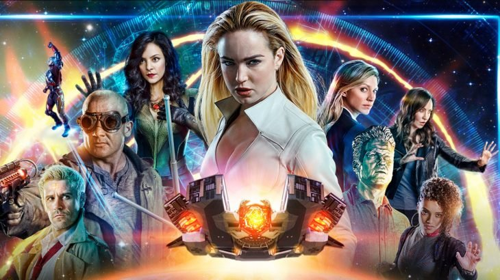 Elenco de DC's Legends of Tomorrow posando para la imagen promocional