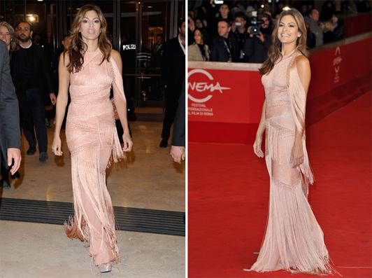 Eva mendes con un vestido de Versace Atelier en color rosa