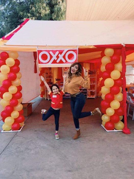 Roberta celebra fiesta de ocho años con temática de Oxxo disfrazada de cajera