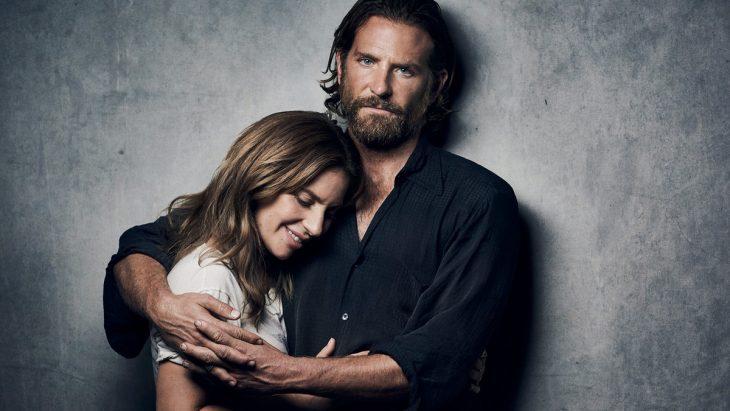 Bradley Cooper y Lady Gaga en un promocional para Star Is Born