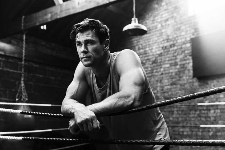 Chris Hemsworth dentro de un ring de boxeo