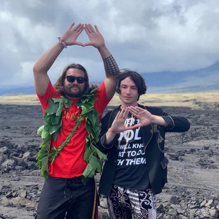 Jason Momoa y Ezra Miller en Hawái