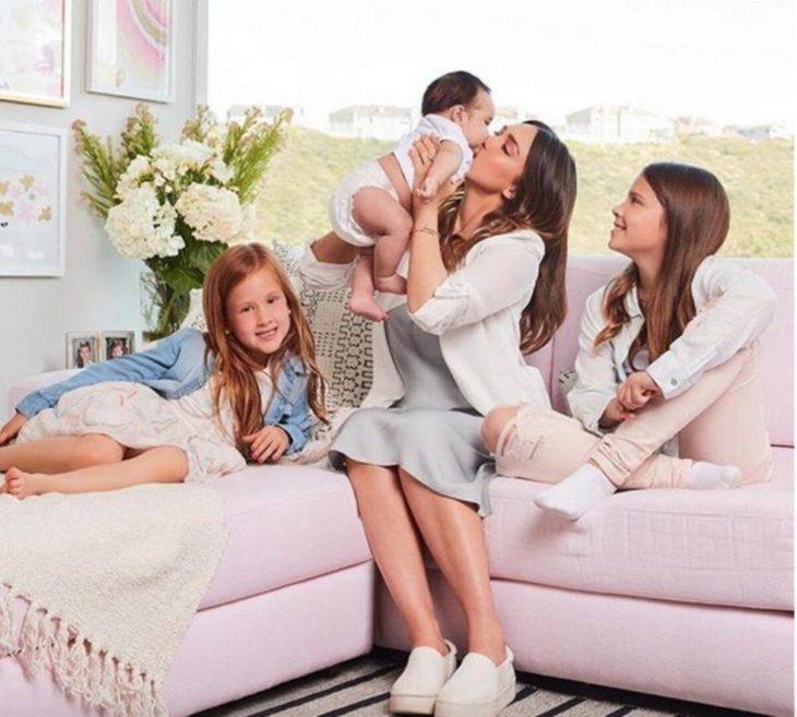 Jessica Alba con sus tres hijos