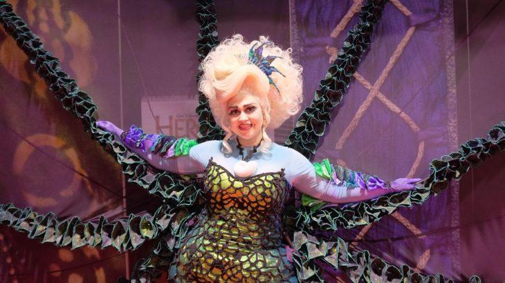Chica con cosplay de Ursula en la Expo D23