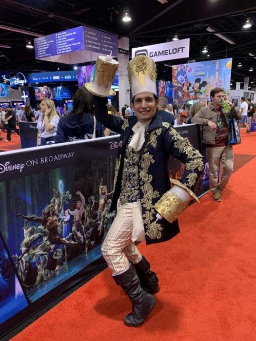 Cosplay de Lumier de La Bella y La Bestia, Expo D23, Disney