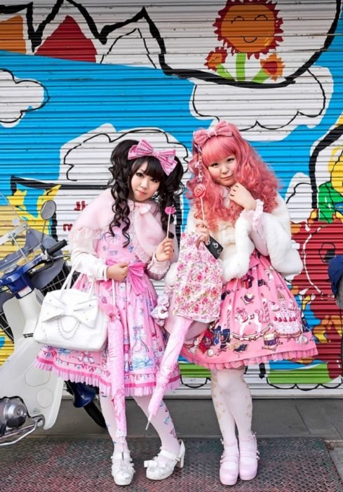 Moda japonesa harajuku; vestidos estilo lolita de color rosa