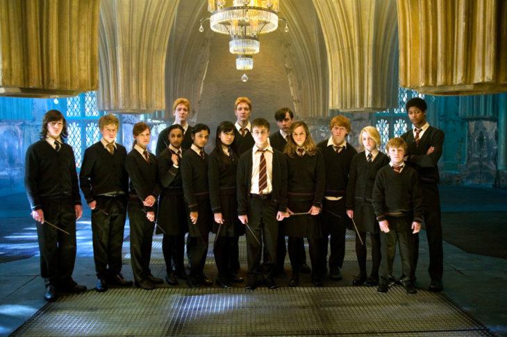 Ejercito de Dumbledore reunido en la sala de menesteres