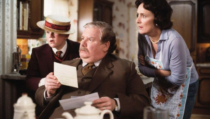 Los Dursley leyendo la carta de Harry Potter de admisión, Harry Potter