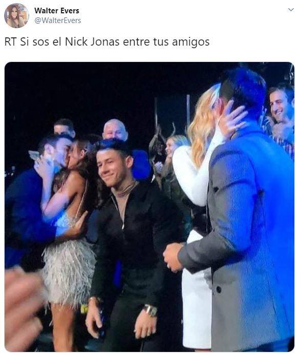 Comentarios en Twitter sobre el momento incómodo de Nick Jonas