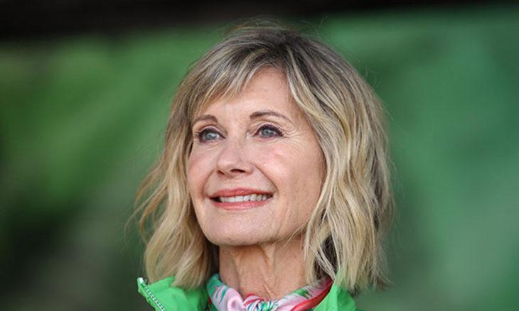 Olivia Newton John sonriendo