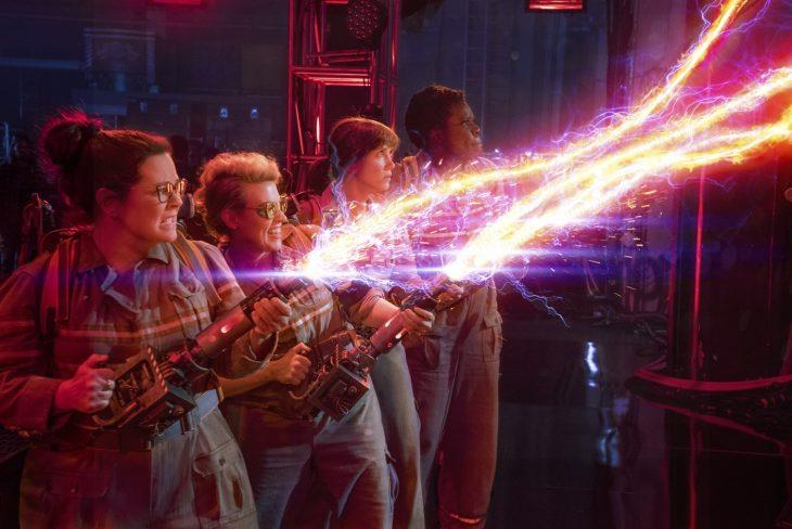 Melissa McCarthy;Kristen Wiig;Kate McKinnon;Leslie Jones en una escena de la película Cazafantasmas