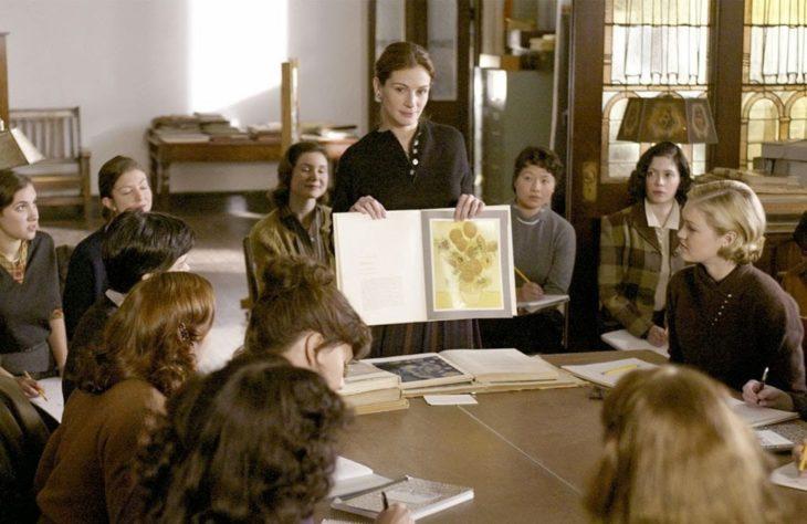 Julia Roberts como maestra en la película La sonrisa de la Mona Lisa