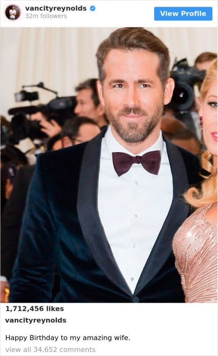 Ryan Reynolds en una foto junto a su esposa en la que aparece recortada