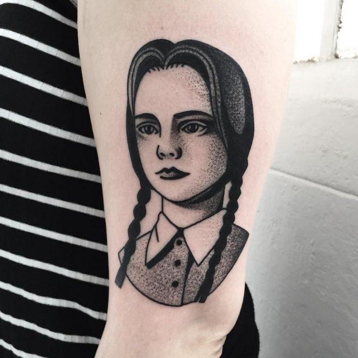 Tatuaje de halloween, Merlina Addams