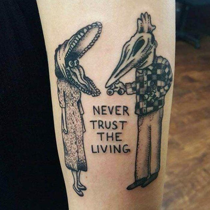 Tatuaje de halloween, Never trust the living, monstruos de Beetlejuice
