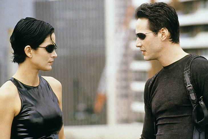 Keanu Reeves y Carrie-Anne Moss en Matrix