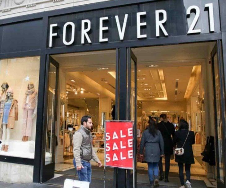 Fachada de la tienda Forever 21 con descuentos