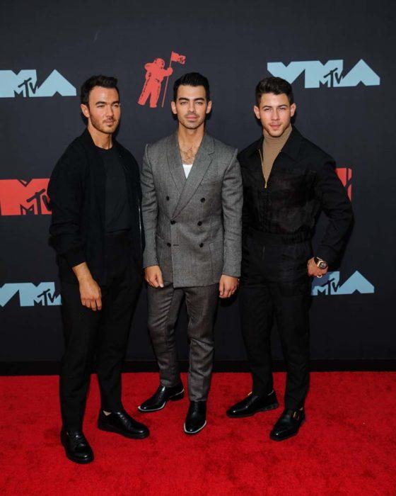 Kevin, Joe y Nick Jonas en los MTV Video Music 2019