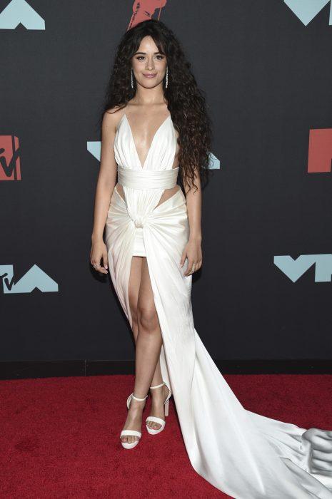 Camila Cabello en la alfombra roja de los premios MTV 2019