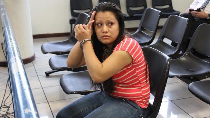 Evelyn Hernández a sus 18 años cuando fue sentenciada a 30 años de cárcel