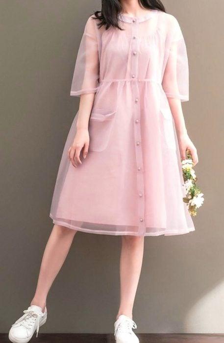 Vestido moderno rosa con gasa encima y de botones