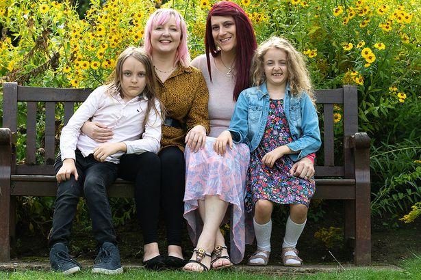 la familia de Warren Allen ahora Zoey, su esposa Kelly y sus hijos