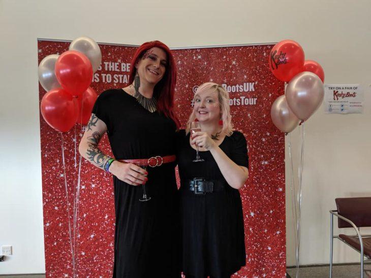 Zoey y Kelly Allen en un festejo