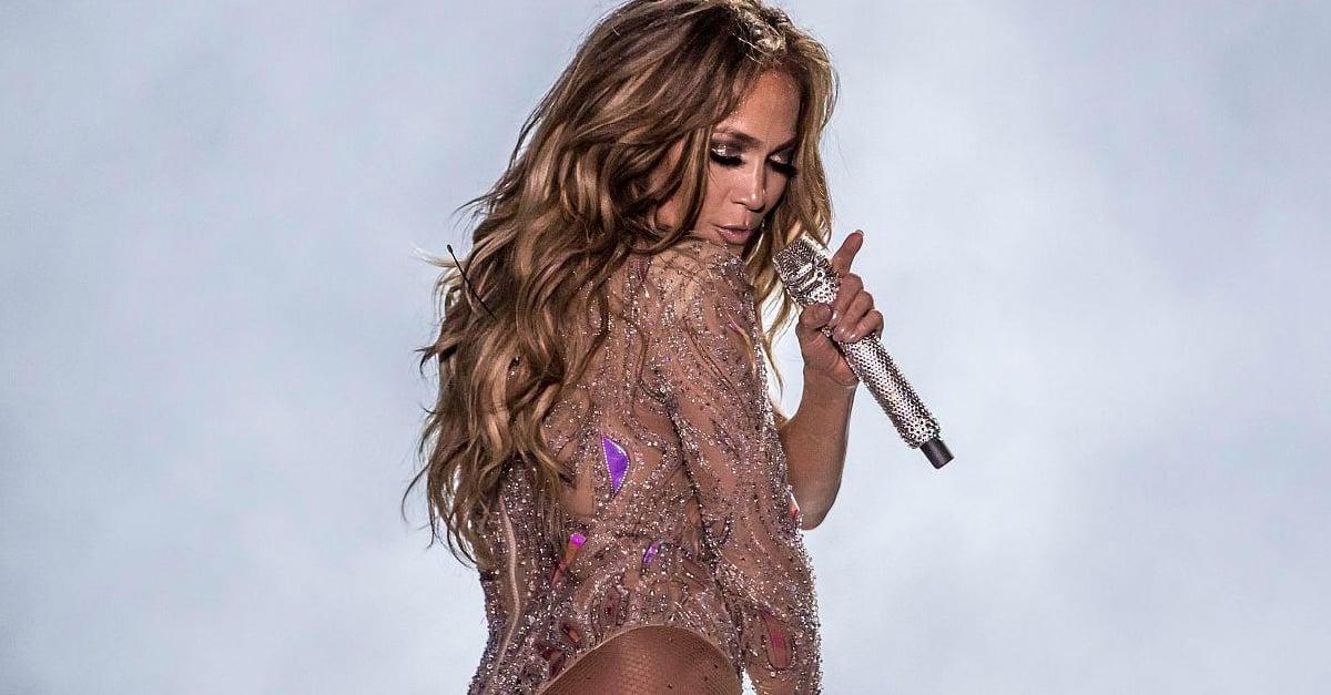 Abogado demanda a Jennifer López por actuar desnuda en concierto
