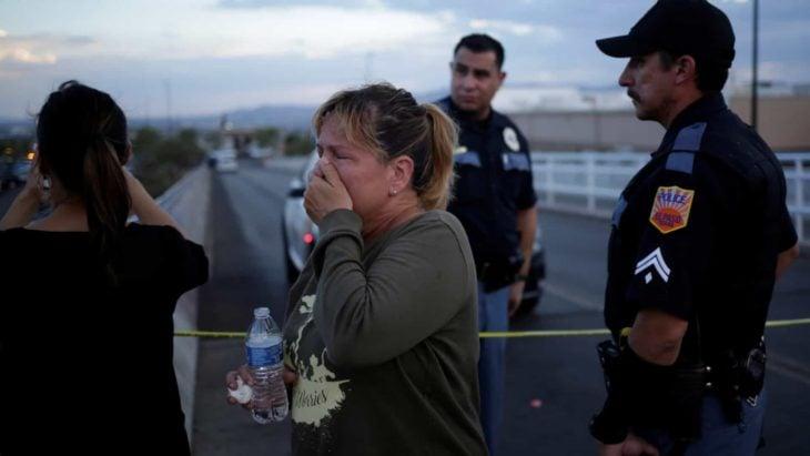 Mujer conmovida por tiroteo en El Paso