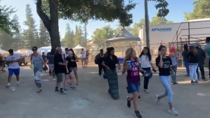 Personas corriendo ante tiroteo de Festival Gilroy Garlic