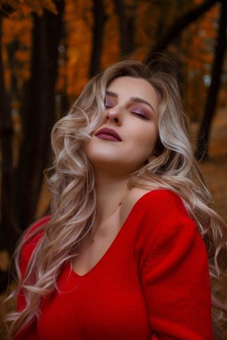 Mujer con hermoso cabello