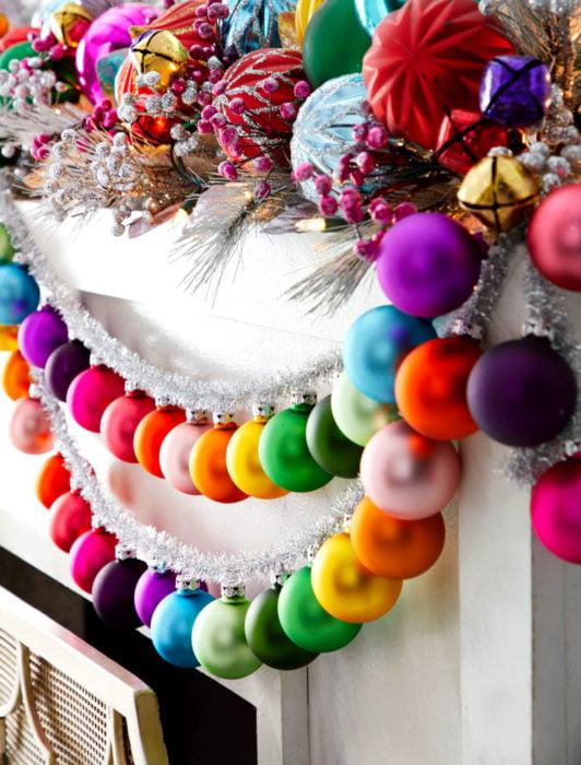 Esferas de adorno de Navidad de colores del arcoíris