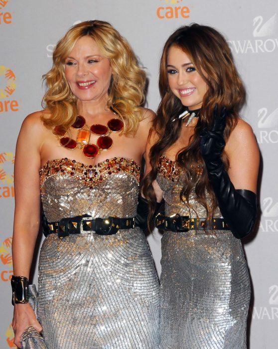 Acontecimientos de la cultura pop que sucedieron en septiembre del 2009; Miley Cyrus y Kim Cattrall