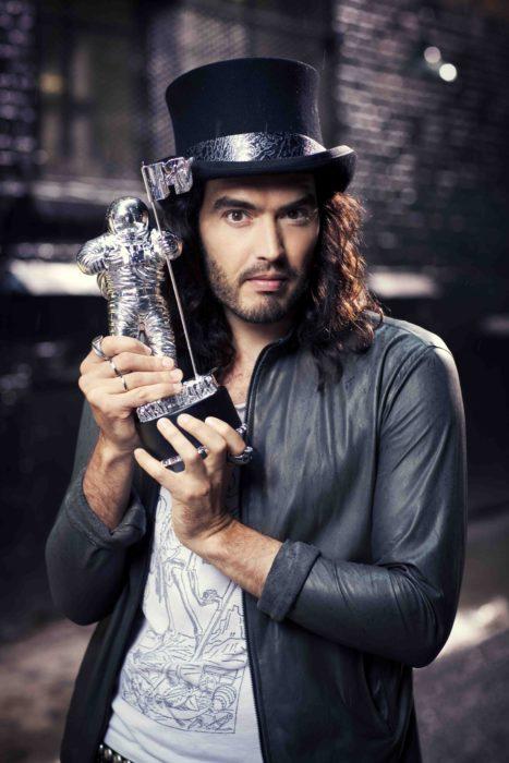 Acontecimientos de la cultura pop que sucedieron en septiembre del 2009; Russell Brand presenta los MTV Video Music Awards