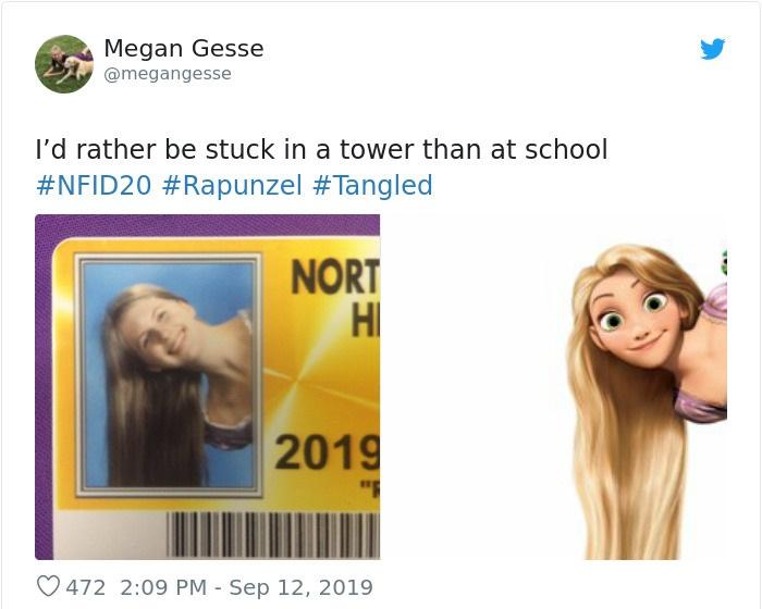 Chica en su foto de credencial escolar disfrazada como Rapunzel, Enredados, Disney