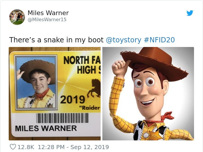 Chico en su foto de credencial escolar disfrazado de Woody, Toy Story