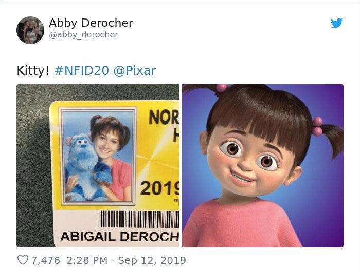 Chica en su foto de credencial escolar disfrazada como Boo de Monster Inc.