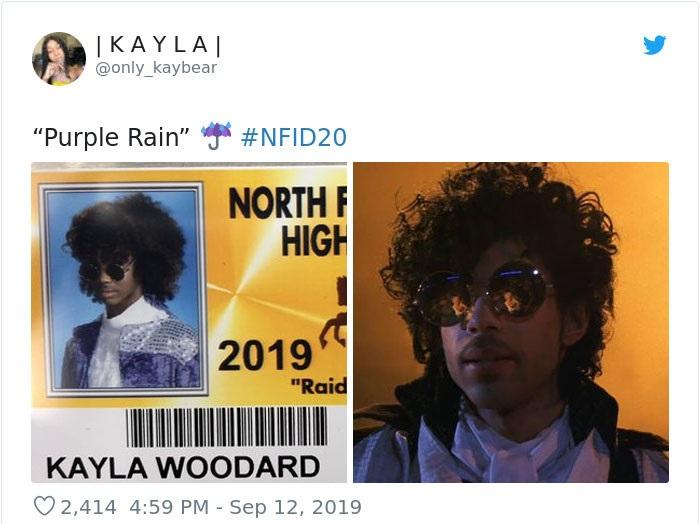 Chico en su foto de credencial escolar disfrazado como Prince, cantante