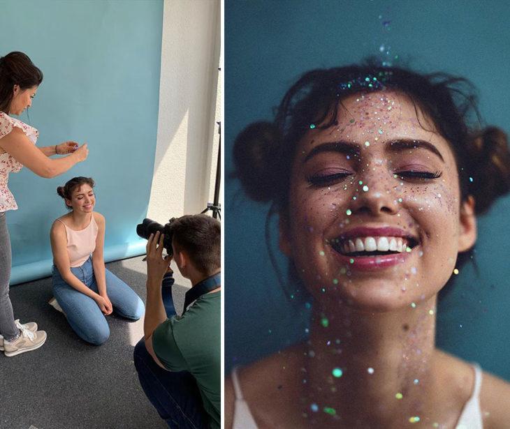toma final y detrás de cámara de Kai Böttcher una mujer deja caer pequeñas partículas con brillo por enfrente de la modelo