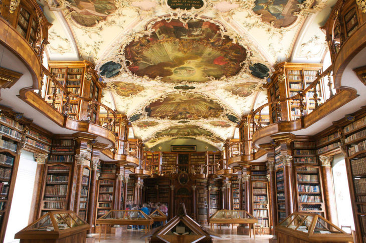 Biblioteca de la Abadía de St. Gallen en St. Hallen, Suiza