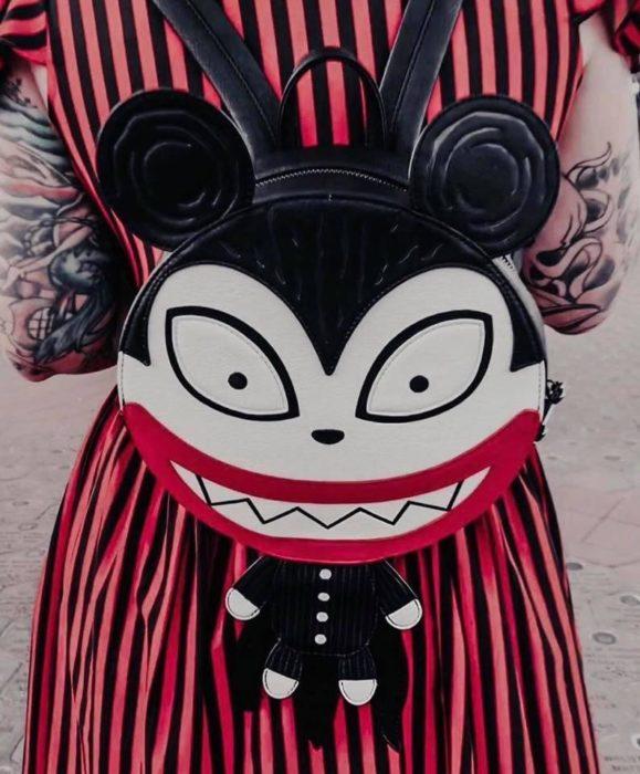 Mohicla, negro, rojo, blanco, inspirada en El extraño mundo de Jack