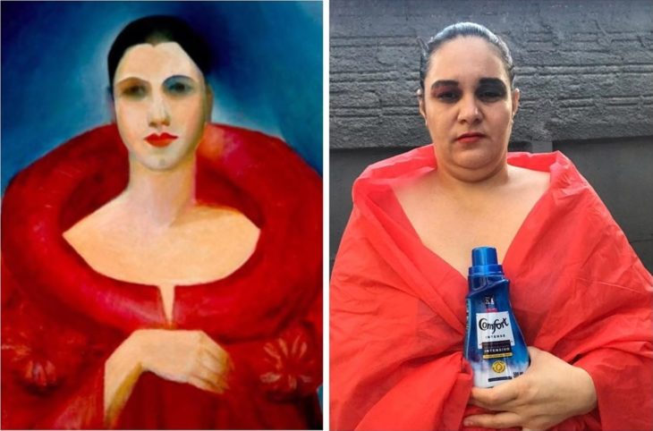 Renata Neia imita a una mujer en una pintura pero sostiene una botella de detergente