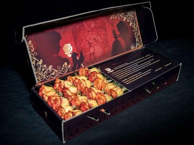 Caja de rosas de Rosehire inspirada en La Bella y la Bestia