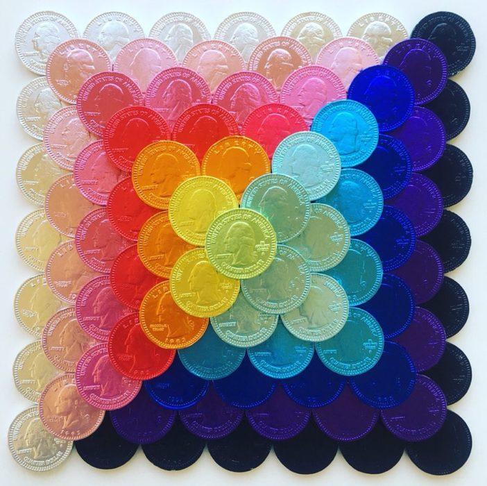 Pirámide con fichas acomodadas por gama de colores