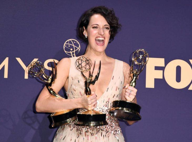 Protagonista de la serie fleabag recibiendo tres premios Emmy 2019