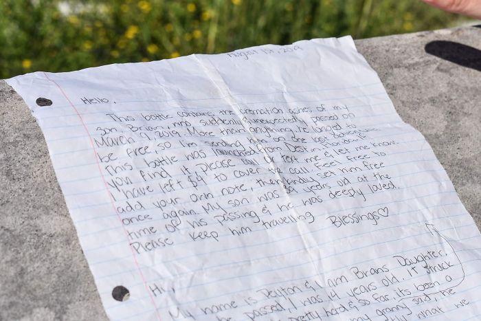 Carta de los papás de Brian Mullins explicando el contenido de la botella lanzada al mar